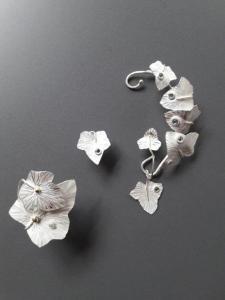 Ring, oorsteker en ornament