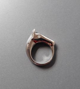 Paardenhoofdring in 18k witgoud met diamanten ogen (2)